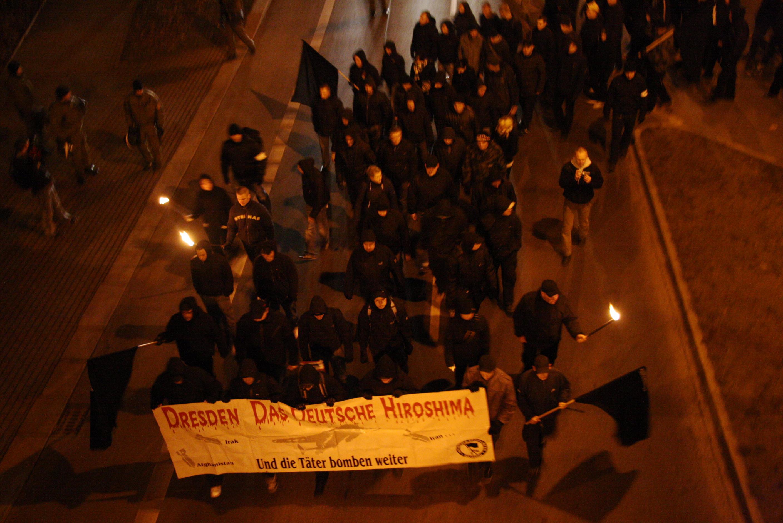 Fackelzug der Neonazis am 13.02.09 in Dresden