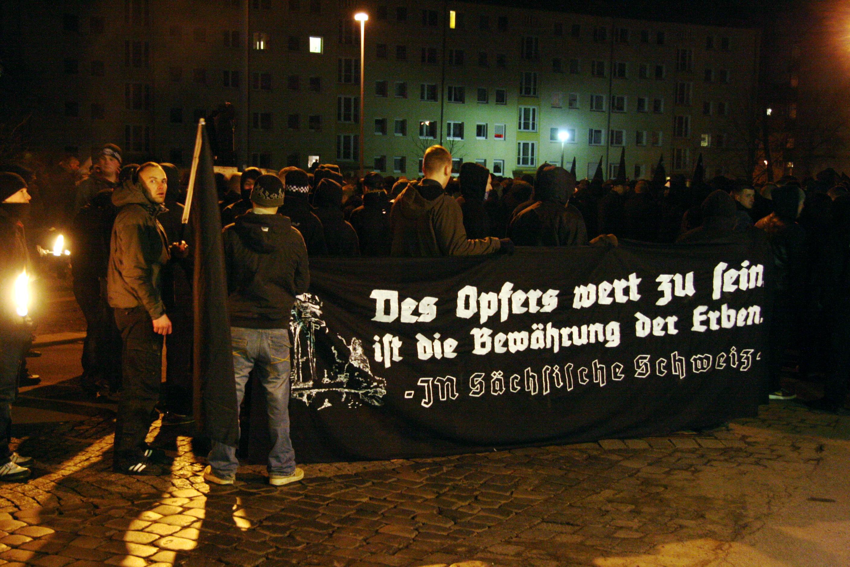 Fackelzug der Neonazis am 13. Februar 2009 in Dresden